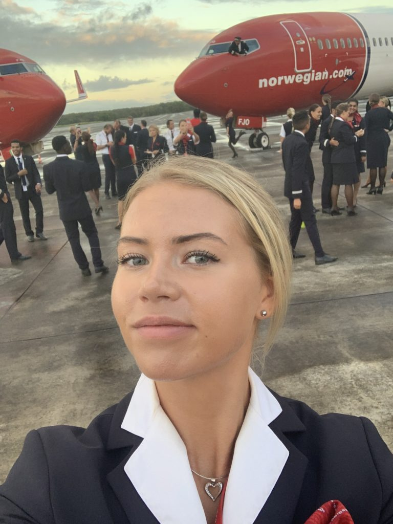 Christina Elisa Tytlandsvik er kabinansatt i Norwegian og får stipend fra Parat for å ta en bachelorgrad. Her er hun fotografert i Karibia, der hun jobbet for Norwegian en periode.